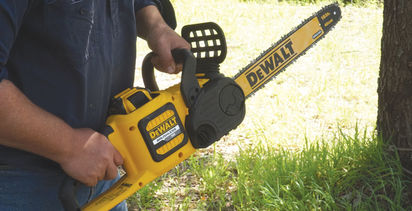 VIDEO: Dewalt releases new battery chainsaw