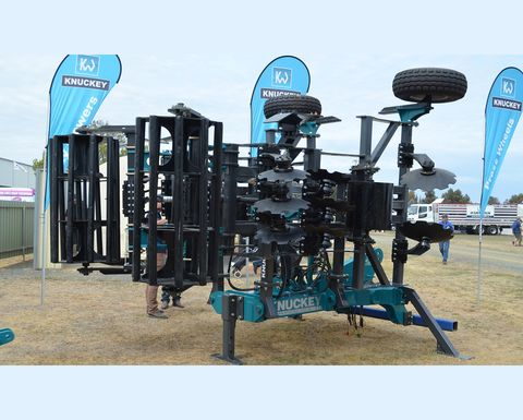Wheel track renovator offers flexibility