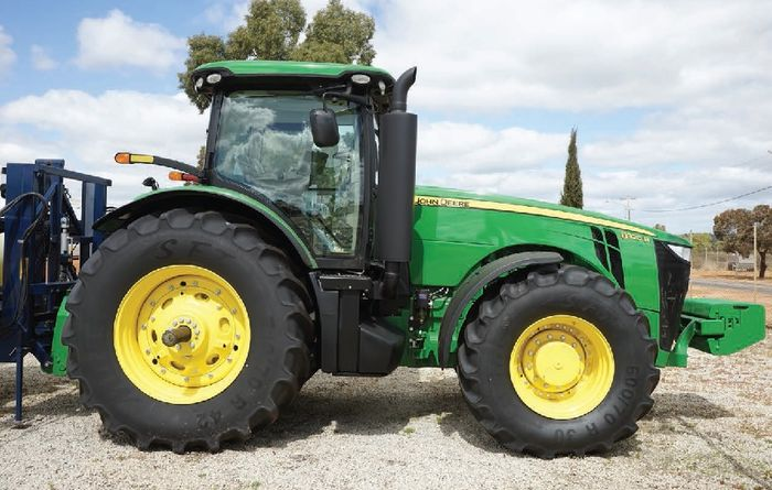 REVIEW: John Deere 8320R