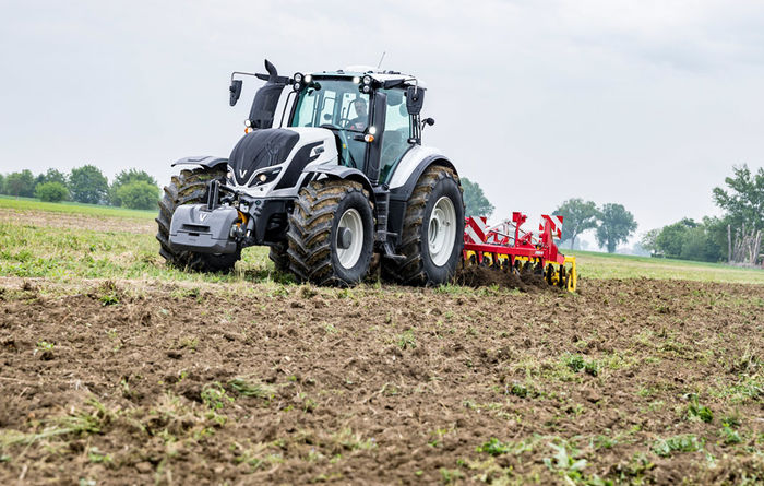 Valtra wins tractor of the year award