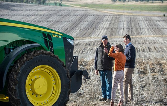 USQ and John Deere working on agricultural technology