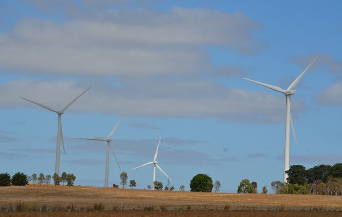 Regulator says Australia on track to meet 2020 Renewable Energy Target