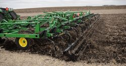John Deere introduces 2430 chisel plow